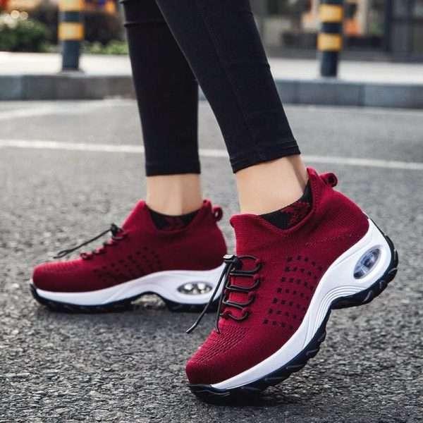 Platform shoes with air cushion