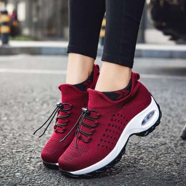 High, strong and resistant sneakers