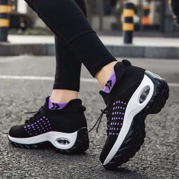 Women's sports shoes with ergonomic insole