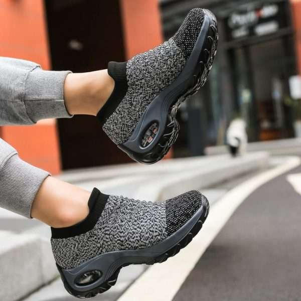 Women's sports walking shoes with thick, high, flexible and non-slip sole