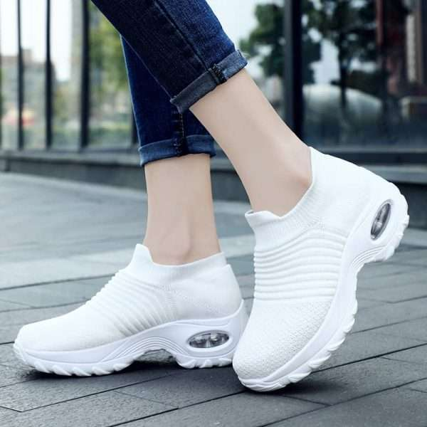Women's sports walking shoes with thick soles and breathable mesh.
